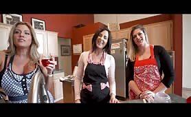 Helena Price, Coco Vandi & Clover Baltimore - Spending Christmas With My 3 Aunts